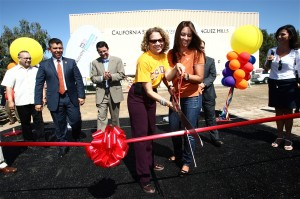 President Mildred García cuts the ribbon to open Univision's Feria Es El Momento with Maelia Macin, general manager of Univision Los Angeles (at right). Pictured at left: California Lt. Gov. Abel Maldonado.