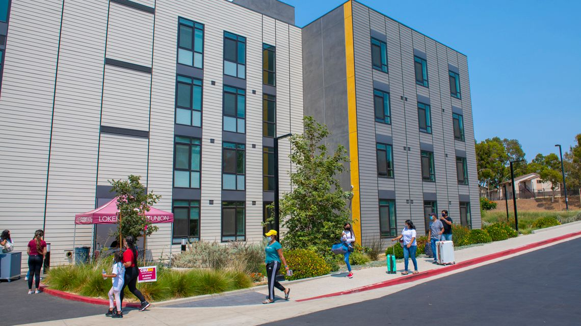Move-In Day Gives Toro Students First Look at CSUDH's New Housing
